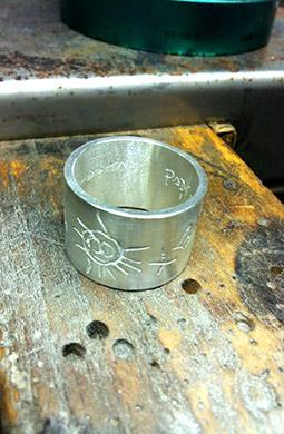 Trabajando un anillo en el taller